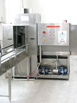 华顺r系列全自动桶装生产线:专供5加仑桶装饮用水生